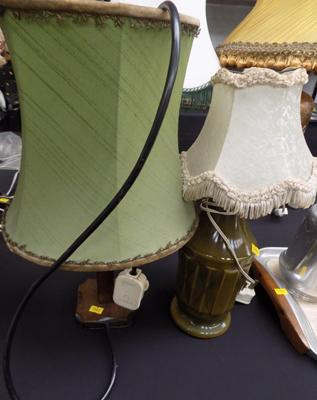 Pair of lamps, incl wooden based lamp