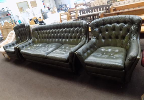 Chesterfield style 3 piece suite