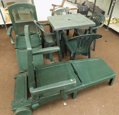 Plastic table with 4 chairs & 2x loungers
