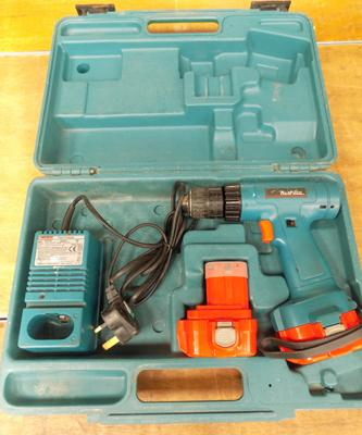 Makita drill in case with 2 batteries & charger
