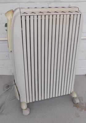 Delonghi oil filled radiator with fold away feet