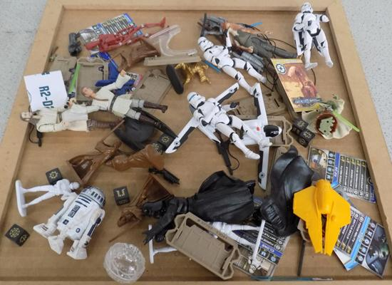 Tray of Star Wars figures & accessories