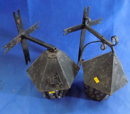 Pair of outside lamps (coach lights)