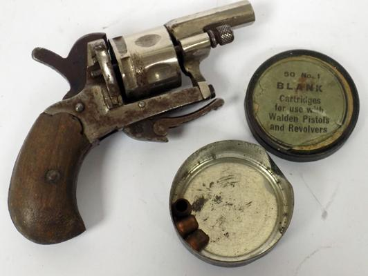 Muff pistol with pellets