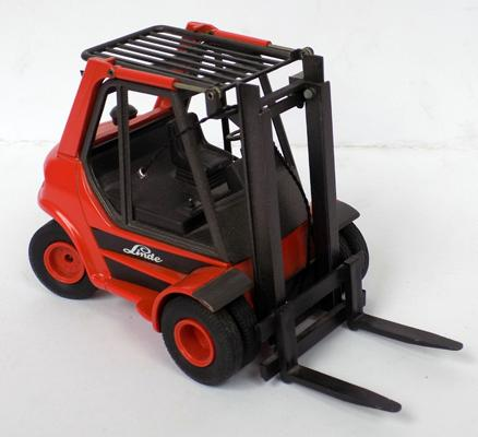 Diecast-Gama 2422 West German,Linde,  1/24 scale-fork lift truck