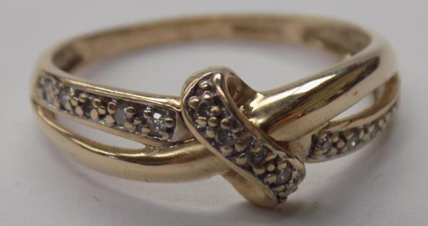 9ct Gold diamond crossover ring-size P