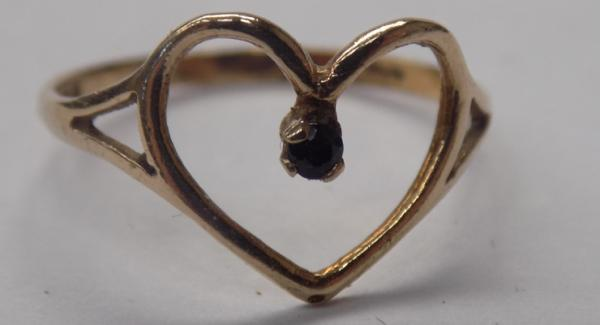 9ct Gold heart ring-solitaire sapphire-size M
