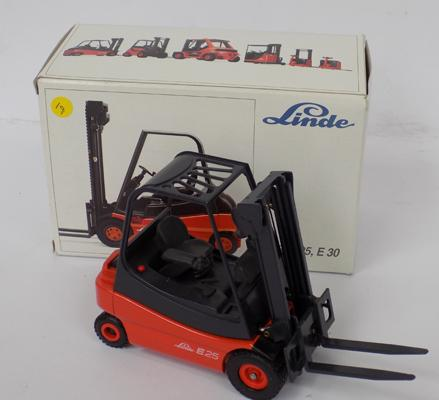 Quality diecast-Conrad-Germany-boxed E30 diecast fork lift truck (mint condition)