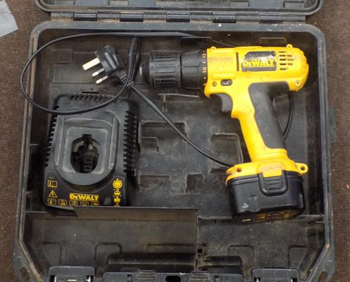 Dewalt drill with charger W/O