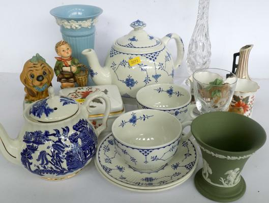 Mixed selection of pottery & ceramics, incl. Wedgwood & Royal Worcester