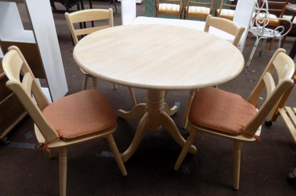 Light wood round table with four chairs