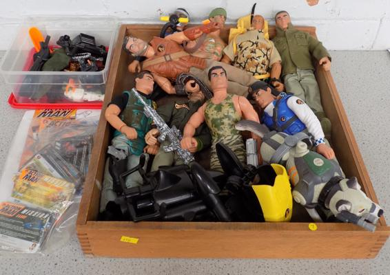 Tray of Action men + accessories