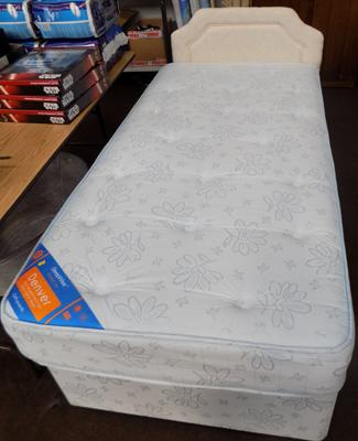 Single bed in excellent condition with headboard