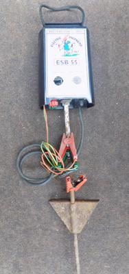 Battery powered electric fence for cattle, horses or other live stock