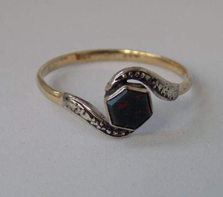 9ct gold ring, hexagonal bloodstone set in silver, size Q 1/2