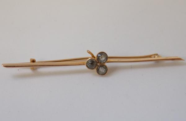 18ct gold & topaz clover bar brooch