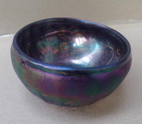 John Ditchfield iridescent petroleum bowl with speckles & John Ditchfield signature etched to base approx 4 inches diameter