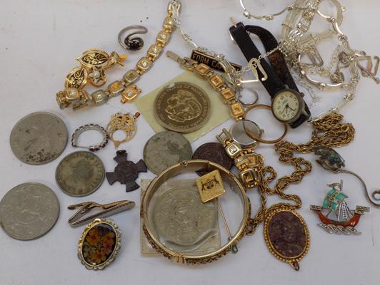 Selection of vintage jewellery and other vintage items, incl. medals & coins etc...