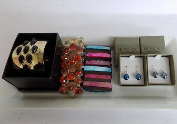 2 pairs of 'Honora' pearl earrings and 3 bangles