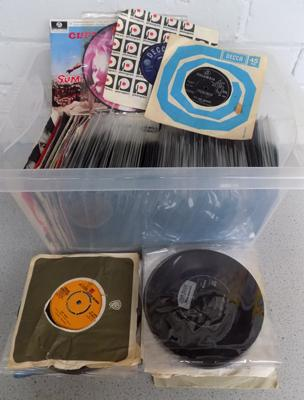 Box of over 250 good quality 7 inch records