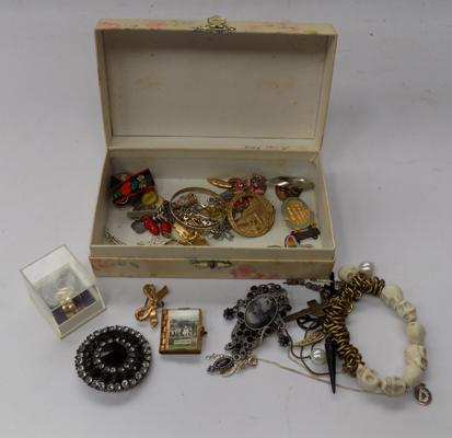 Small selection of collectables & costume jewellery, incl. silver