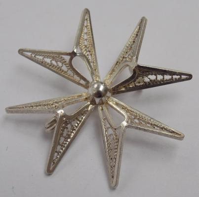 Vintage 925 silver Maltese cross brooch with filigree silver detail