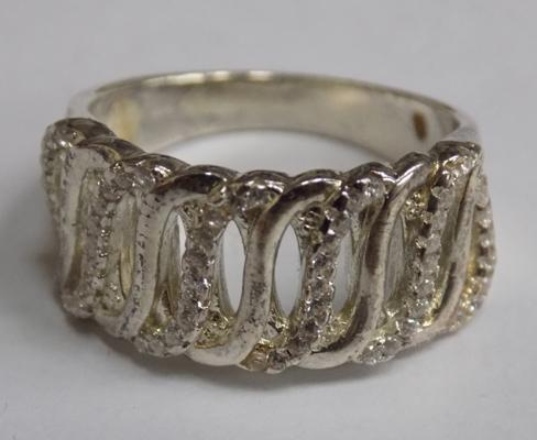 Unusual 925 silver ladies ring, approx. size N