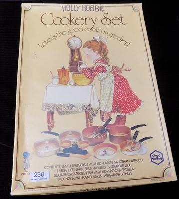 Holly Hobbie cookery set-complete