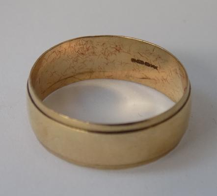 9ct gold broad wedding ring, size T
