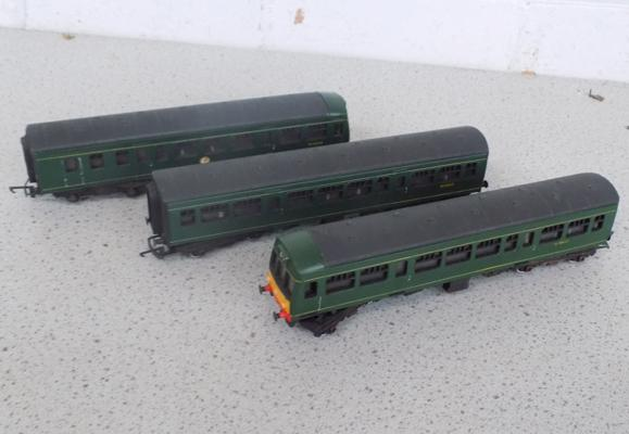 00 Locomotive & 2 carriages