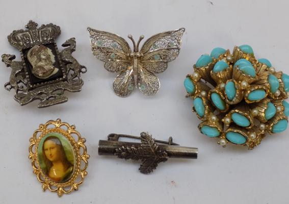 Selection of brooches, incl. silver