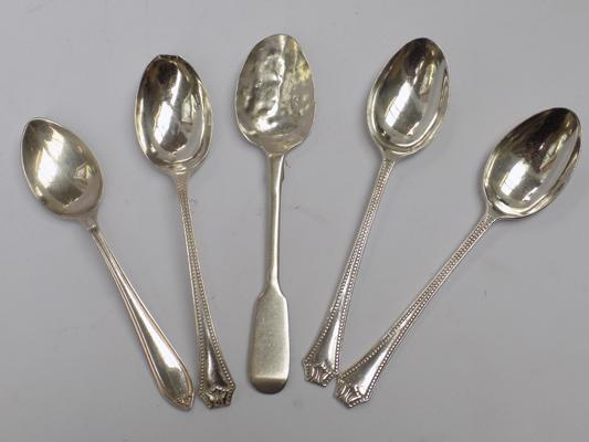 Five solid silver spoons, incl. Georgian spoon, 77 grams combined