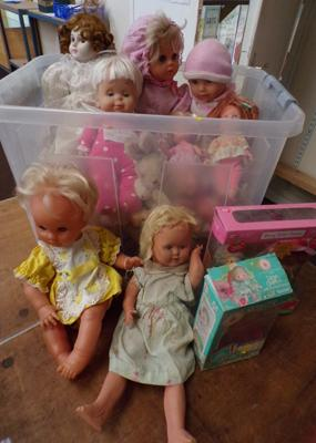 Large collection of collectable vintage dolls