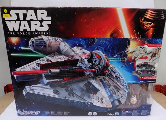 Star Wars Battle Action Millennium Falcon, BNIB, with figures