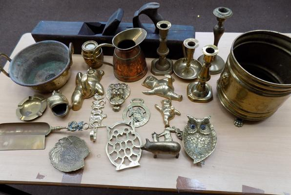 Selection of brass & copper items
