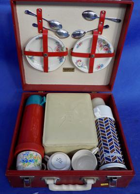 Boxed picnic set, vintage style, by Brexton