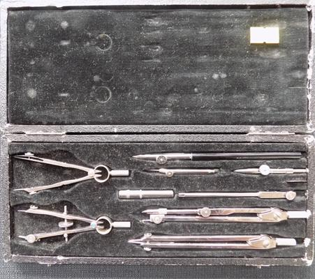 Presentation case of drawing instruments