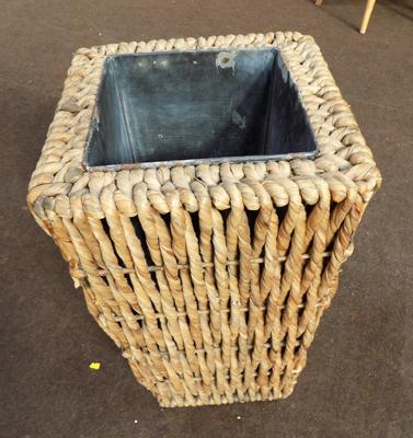 Wicker plant pot