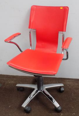 Desk swivel chair on castors