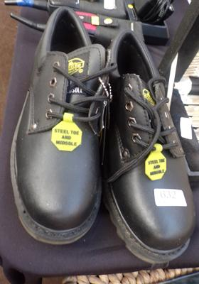 Size 6, rugged work shoes