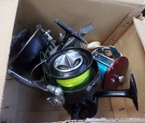 Box of 4 vintage fishing reels