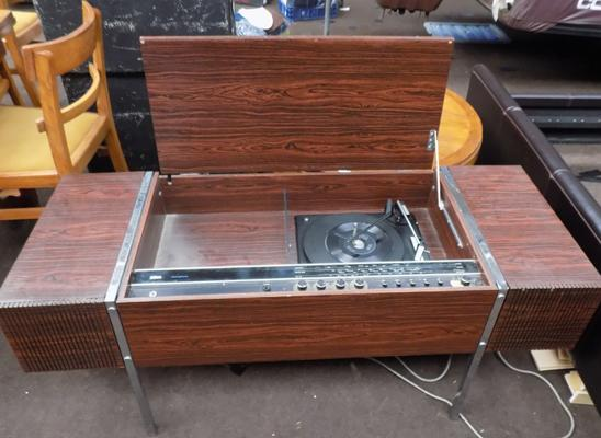 Ultra stereophonic record player/radiogram