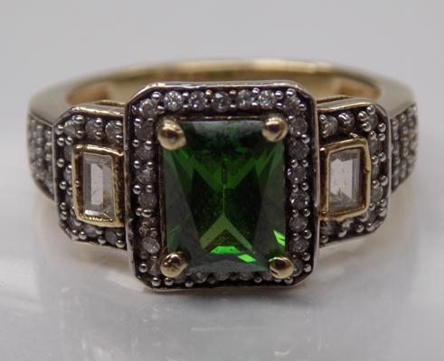 A 9ct gold green stone set ring,  weight 4.8 grams