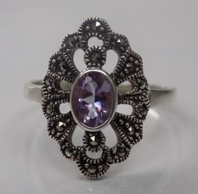 A 925 silver art deco style ring, set with amethyst and marcasite stones