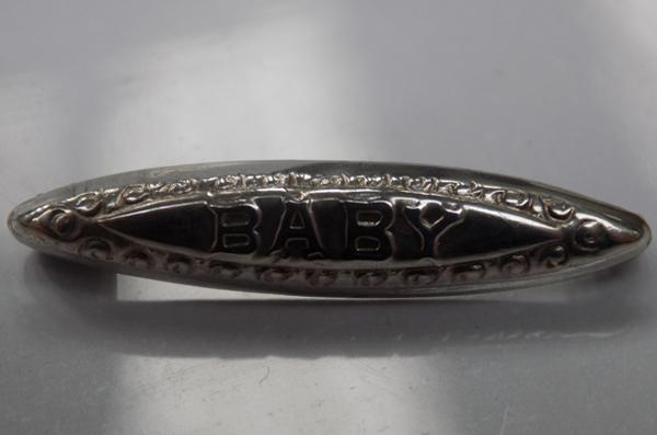 A vintage sterling silver baby brooch - marked sterling silver to the reverse
