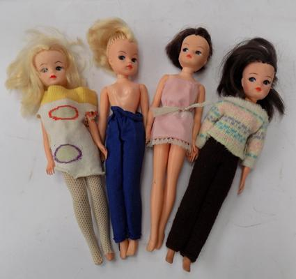 Four vintage Sindy dolls and clothing