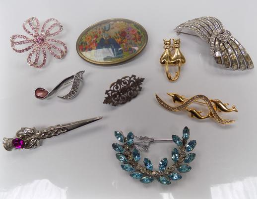 A mixed selection of costume jewellery brooches; including Scottish thistle example