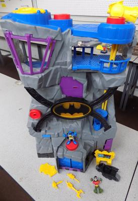 A Batcave and figures
