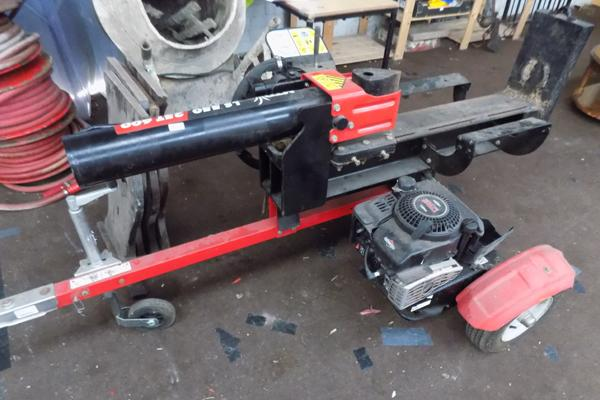 Briggs and Stratton engined log splitter MTD LS550-25T 600