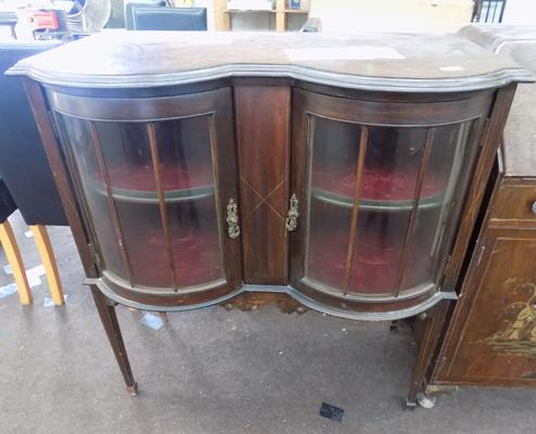 Double bow fronted display unit
